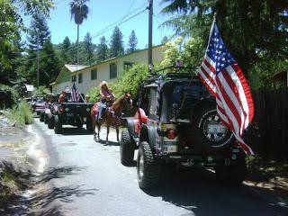 a3.bp.blogspot.com__KcViNy_KpFI_Uc3rVkl225I_AAAAAAAAEN4_05wDlnwv9_w_s320_parade_jeep_tail_flag.jpg