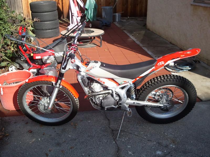ayellowbronco.smugmug.com_photos_i_HQ6zHSF_0_L_i_HQ6zHSF_L.jpg