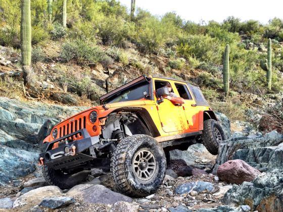 Gabe-jeep-6.jpg