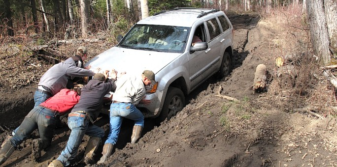 Pushing-Truck-from-Mud-684x340.jpg